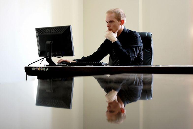 Urlop bezpłatny może zpstać udzielony na prośbę pracownika, jednak nie z zalecenia pracodawcy