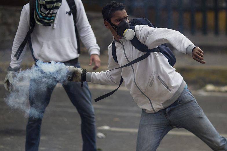 Antyrządowe protesty w Wenezueli. Mario Vargas Llosa pojedzie je wesprzeć