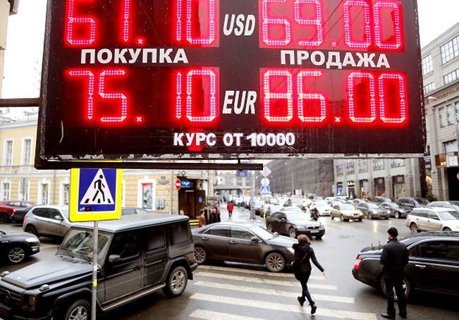 Kryzys w Rosji. Ratowanie rubla pochłonęło miliardy dolarów i euro