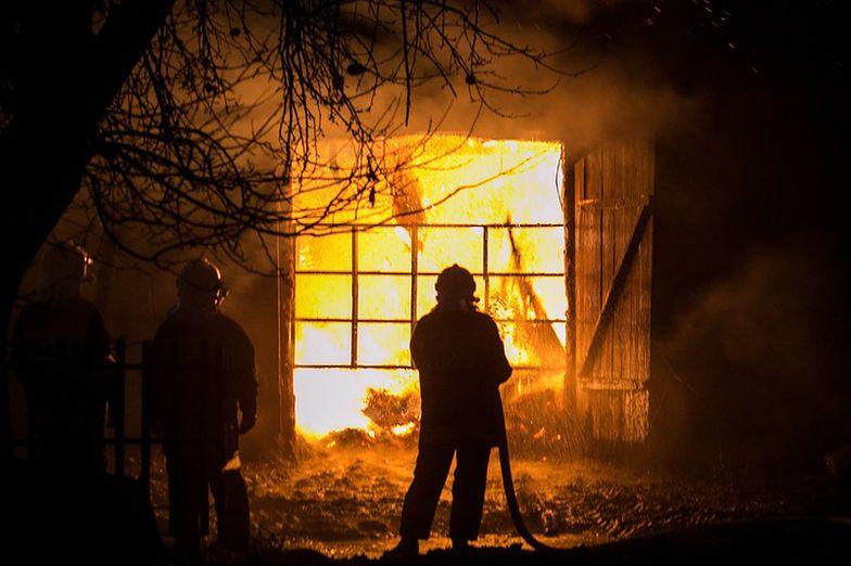 Jedna ofiara nocnego pożaru, kilkanaście osób ewakuowanych