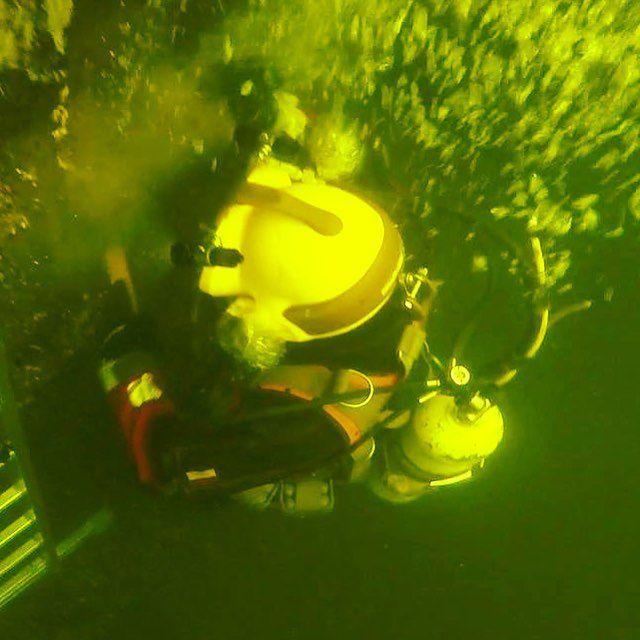 Strażak płetwonurek dostaje 30 złotych premii miesięcznie. Pracuje w ekstremalnych warunkach i często ryzykuje życiem.