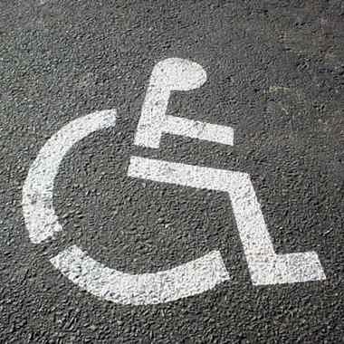 Nowelizacja prawa o ruchu drogowym. Stare karty parkingowe dla niepełnosprawnych jeszcze ważne