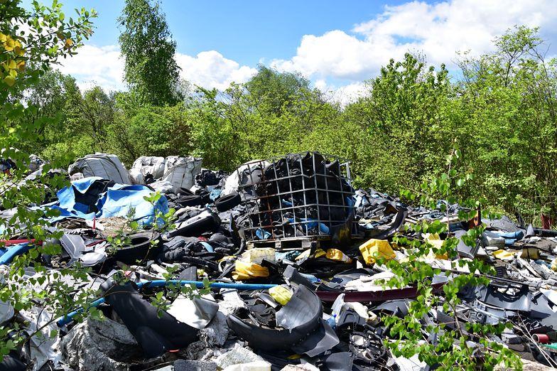 Nielegalne wysypisko pod oknem. Rząd przykręci śrubę śmieciarzom. Na pierwszy ogień pójdą małe firmy?