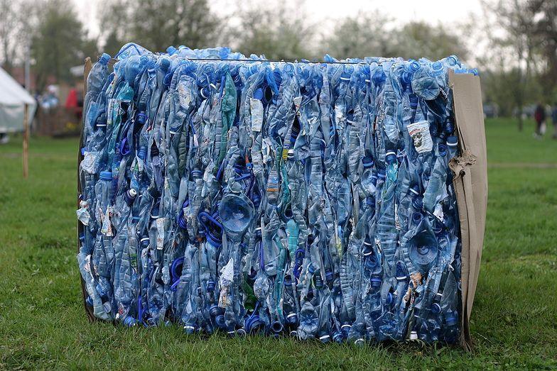 Do setek ton plastiku, który do tej pory zużywaliśmy, doszły odpady z plastikowych rękawiczek. Toniemy w plastiku