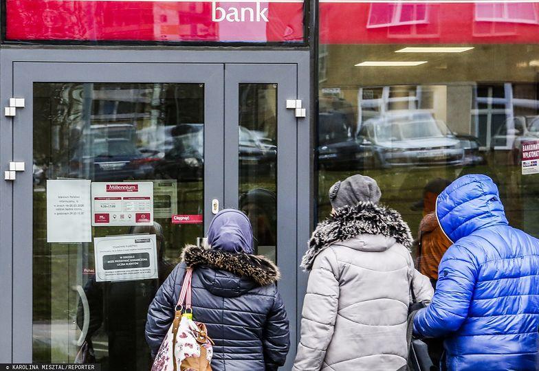 Wakacje kredytowe. Banki wydłużają terminy.
