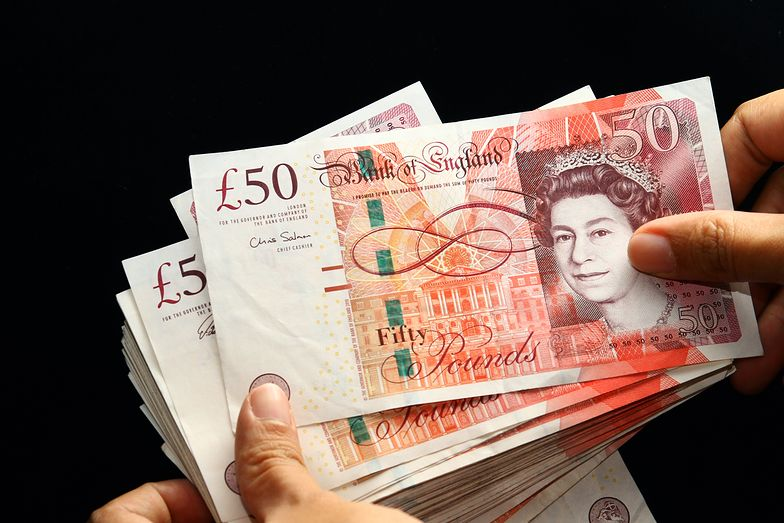 Kursy walut. Funt wygranym poniedziałkowej sesji