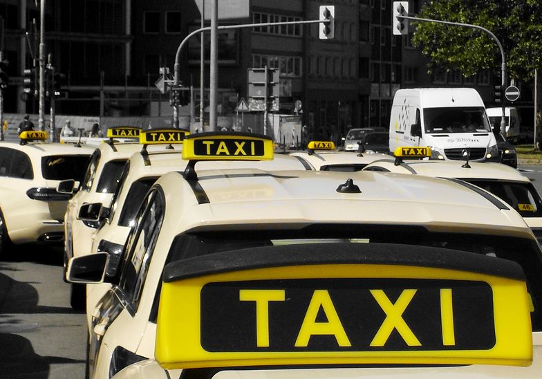 Taksówkarze zawieszają działalność. To efekt pandemii