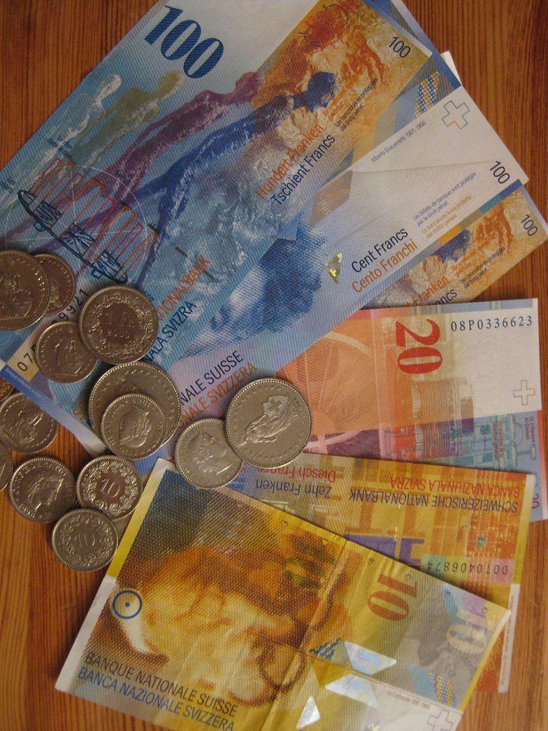 Kursy walut. Złoty dużo mocniejszy wobec euro i franka.