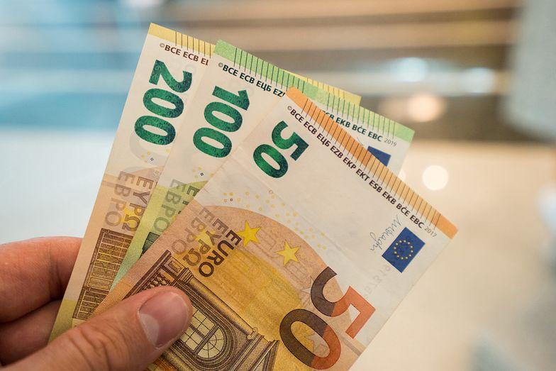 Kursy walut NBP 28-29.08.2021 Weekendowy kurs funta, euro, dolara i franka szwajcarskiego