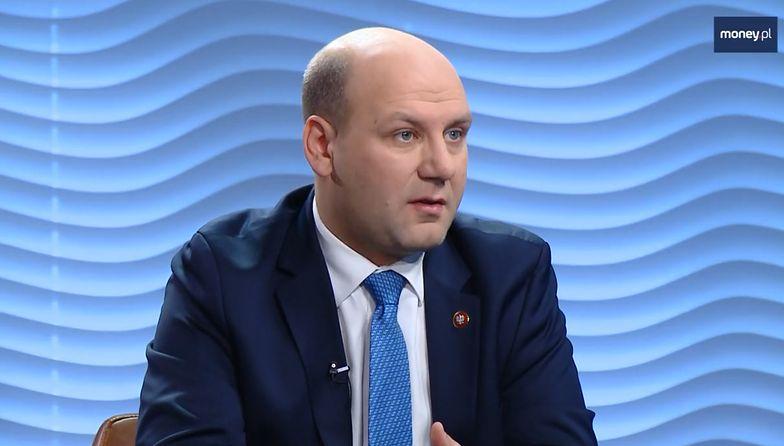 Emigranci wracający do Polski dostaną ulgę podatkową. Polski Ład zachęci do powrotów?