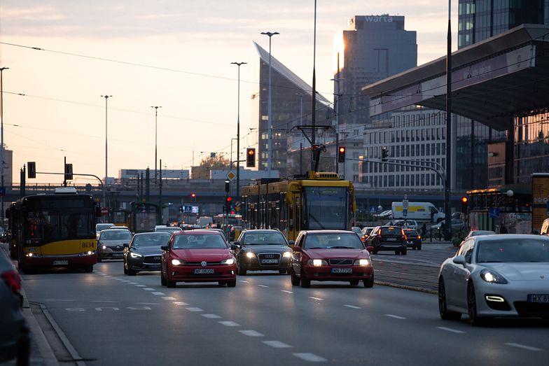 Rząd się ugiął w kwestii rejestracji samochodu. Wydłuży terminy