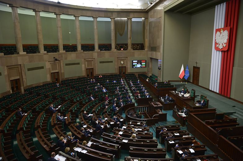 Budżet na 2021 r. przyjęty przez Sejm. Deficyt 82,3 mld zł