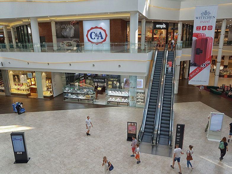 Polacy jednak wolą kupować stacjonarnie. Szczególnie ubrania, meble i AGD.