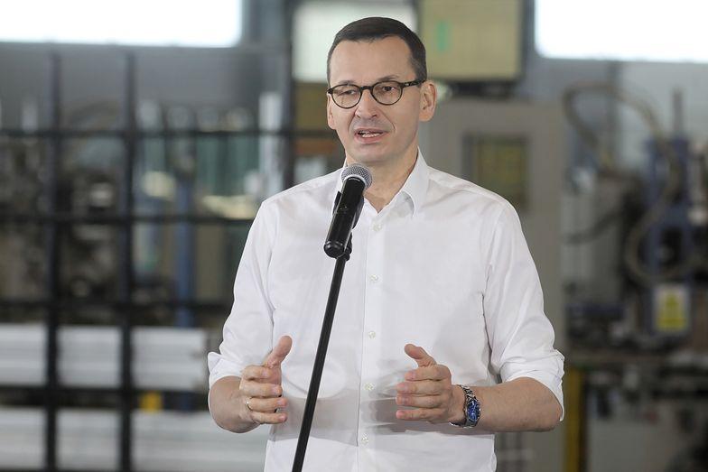 Mateusz Morawiecki przedstawił dane na konferencji prasowej w Zambrowie.