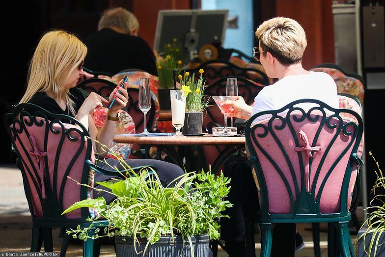 """Podatek cukrowy uderza w klientów gastronomii. Restauratorzy nie narzekają. """"Klienci się przyzwyczaili"""""""