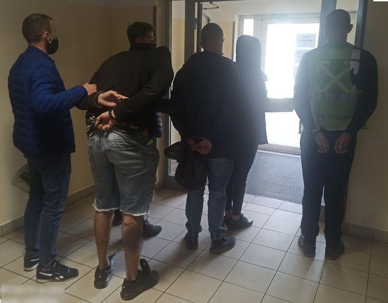 Policjanci zatrzymali sześciu mężczyzn podejrzanych o okradanie pracodawcy