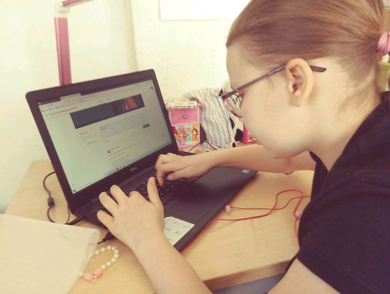 Do akcji #KomputerDlaUcznia można włączyć się za pośrednictwem specjalnej platformy, dostępnej pod adresem www.komputerdlaucznia.com