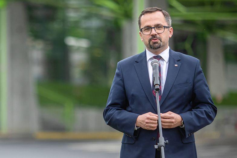 Marcin Horała twierdzi, że Rafał Trzaskowski działa wbrew polskiej racji stanu. Wszystko dlatego, że chciałby przesunąć budowę CPK