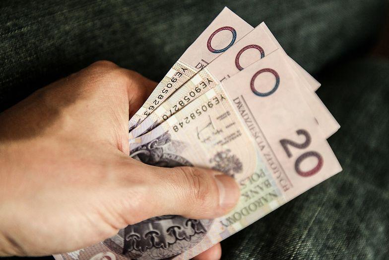 Kursy walut. Złoty słabszy od bezpośredniej konkurencji