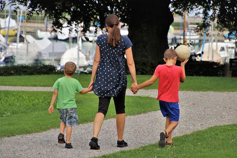 Młodzi chcą mieć kilkoro dzieci. Barierą są finanse