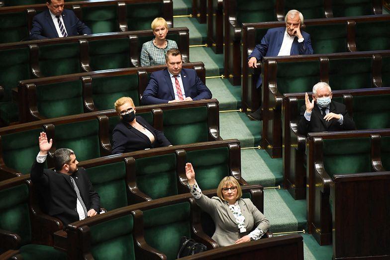 Podwyżki dla posłów. Polacy są oburzeni. Miażdżące wyniki sondażu