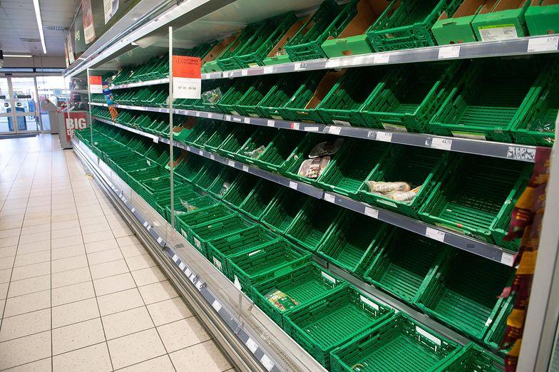 Puste półki w brytyjskich sklepach. Wszystko przez aplikację