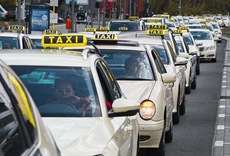 Taksówką z firmy do domu bez PIT, ale bilet autobusowy już z podatkiem
