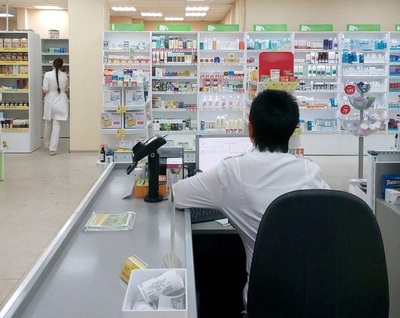 """Szczepionki na grypę. Apteki tworzą listy kolejkowe. """"Pojawiają się zarzuty, że sprzedajemy dla swoich"""""""