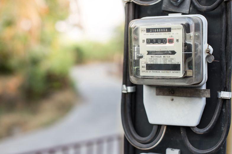 """Energia. Sprzedawcy prądu mieli nie informować o dodatkowych opłatach. """"Musiałam kłamać"""""""
