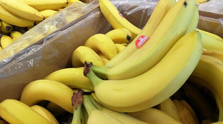 Analizy nie pozostawiają złudzeń: Jabłek w promocjach jest coraz mniej. Za to bananów przybywa
