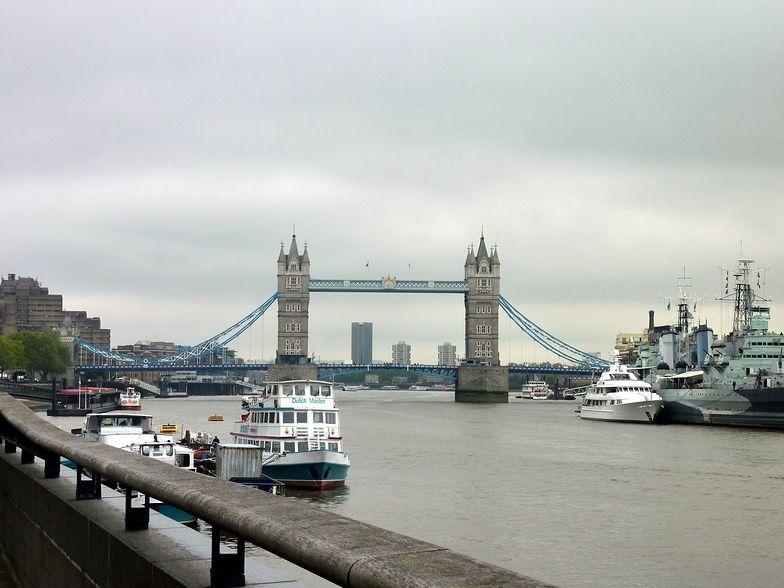 Czarne chmury nad Londynem. Gospodarka zwolni. Wzrośnie bezrobocie.