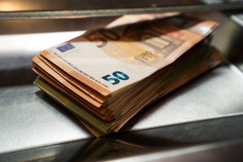 Kursy walut NBP 05.08.2021 Czwartkowy kurs funta, euro, dolara i franka szwajcarskiego
