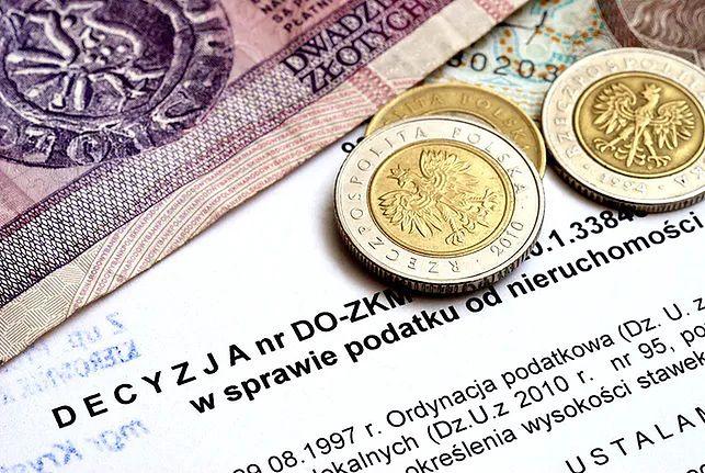 Wniosek o odroczenie terminu zapłaty podatku należy złożyć przed upływem tego terminu. Jeśli zrobi się to później, powstanie zaległość podatkowa i wtedy trzeba też będzie zapłacić odsetki za spóźnienie terminu.