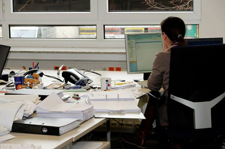 JLL szacuje, że w pierwszym etapie do biurowców wróci 10-15 proc. pracowników