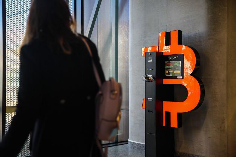 "Uważaj na ten telefon. Oszuści kradną teraz dane ""na bitcoina"""