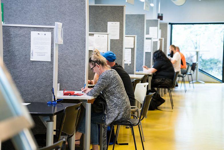 Zasiłek dla bezrobotnych od 1 września 2020. Dla kogo? Ile wynosi netto?