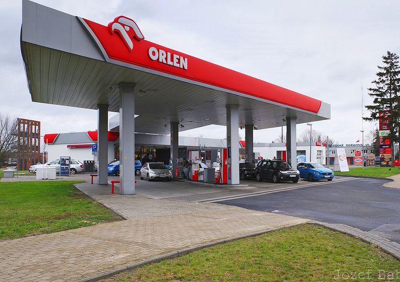 6 zł za litr benzyny? Możliwe przy 100 dolarach za baryłkę ropy naftowej
