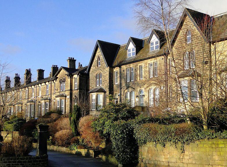 Domy z większą ilością zieleni są teraz w cenie.