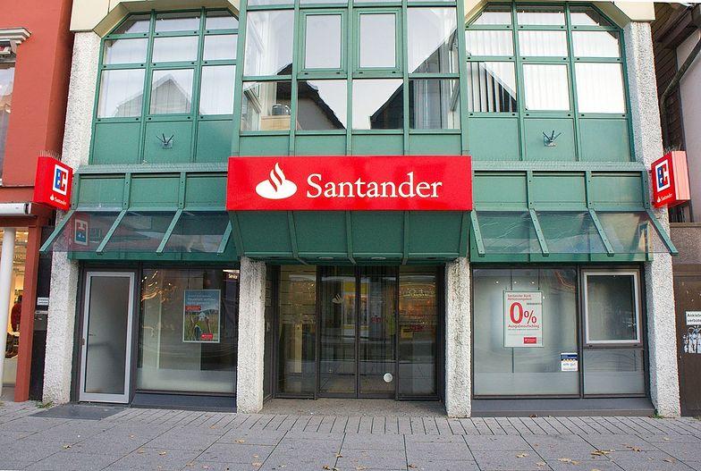 Wakacje kredytowe. Rzecznik finansowy pozywa Santander