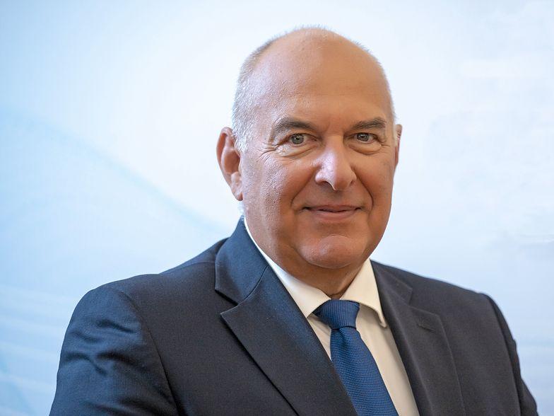 Nie planujemy podwyższać podatków – zapewnił podczas rozmowy w Wirtualnej Polsce minister Kościński. – Na razie ich nie zwiększymy. Chcemy natomiast zadbać o sprawiedliwość podatkową. Globalne firmy, które działają na naszym rynku, a nie płacą u nas podatków, powinny to robić.