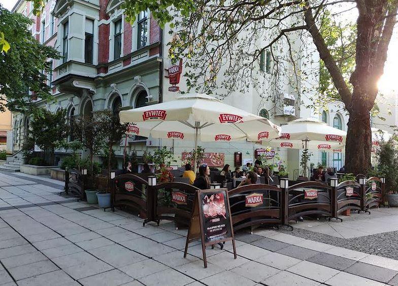 Właściciele restauracji i kawiarni czują delikatny optymizm. Szefowie barów i klubów czekają na kolejne znoszenie restrykcji
