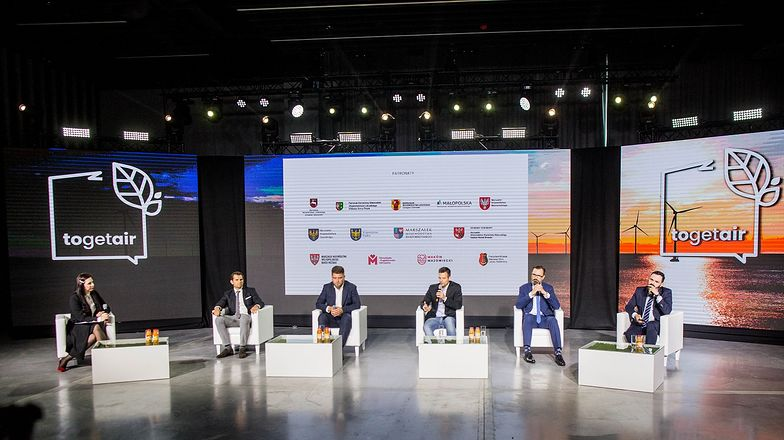 Organizatorami pierwszego polskiego Szczytu Klimatycznego TOGETAIR 2020 są Fundacja Czyste Powietrze, Stowarzyszenie Młodzi dla Polski i Fundacja Pozytywnych Idei.