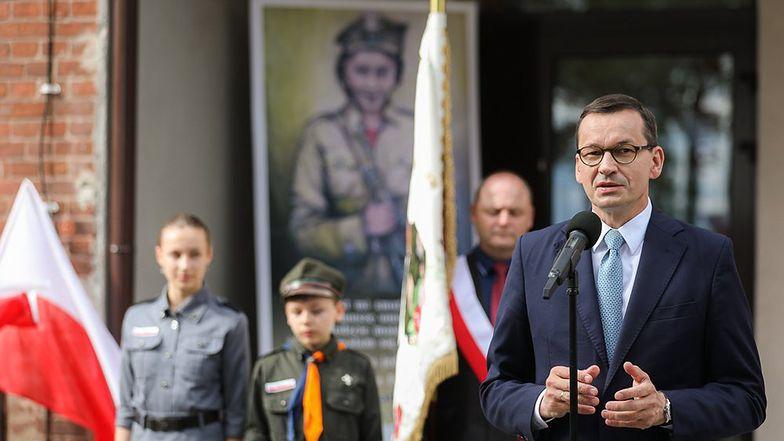 Fundusz patriotyczny. Premier Morawiecki chce wspierać pasjonatów i rekonstruktorów
