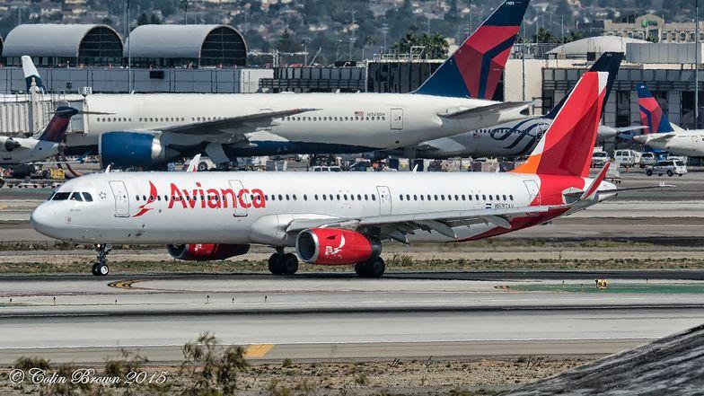 Jedna z największych linii lotniczych w Ameryce Południowej ogłasza upadłość.