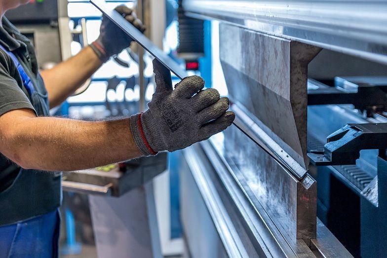 Polski przemysł opiera się drugiej fali. PMI powyżej ważnej granicy