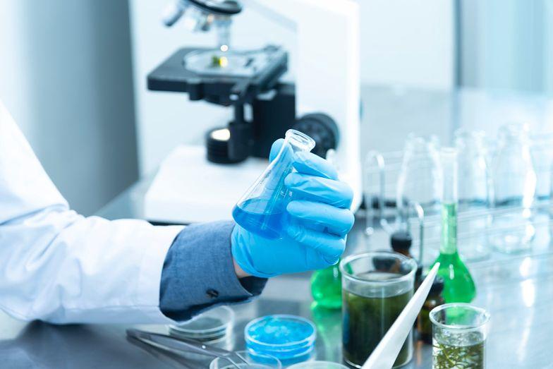 Szczepionki na koronawirusa. AstraZeneca zapowiada opóźnienia w dostawach do UE