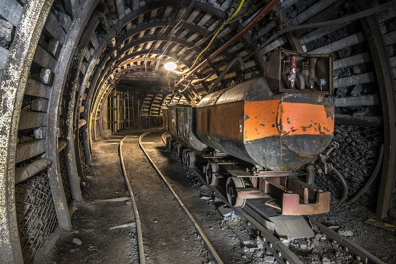 """Energetyka. Tak """"zarabiają"""" polskie kopalnie. 54 zł straty na każdej tonie węgla"""