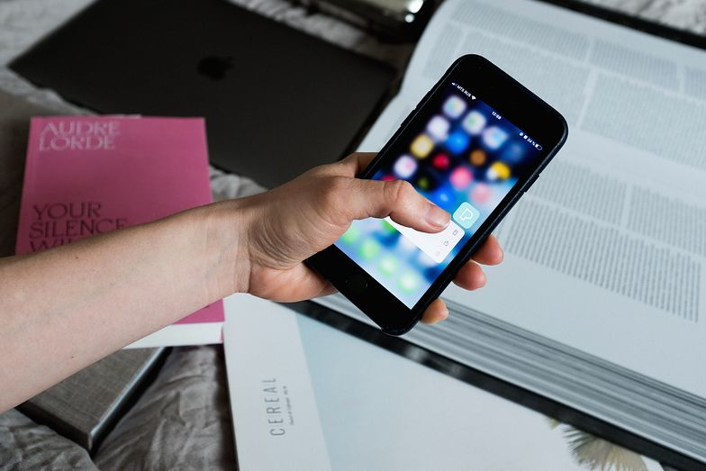 """Podatek od smartfona. W rządzie jest """"zielone światło"""", w branży zawrzało"""