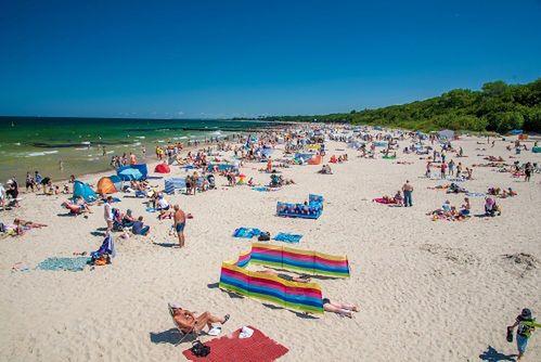 Jak wpuścić na plażę jedną trzecią osób? Głowią się nad tym nadmorscy samorządowcy.