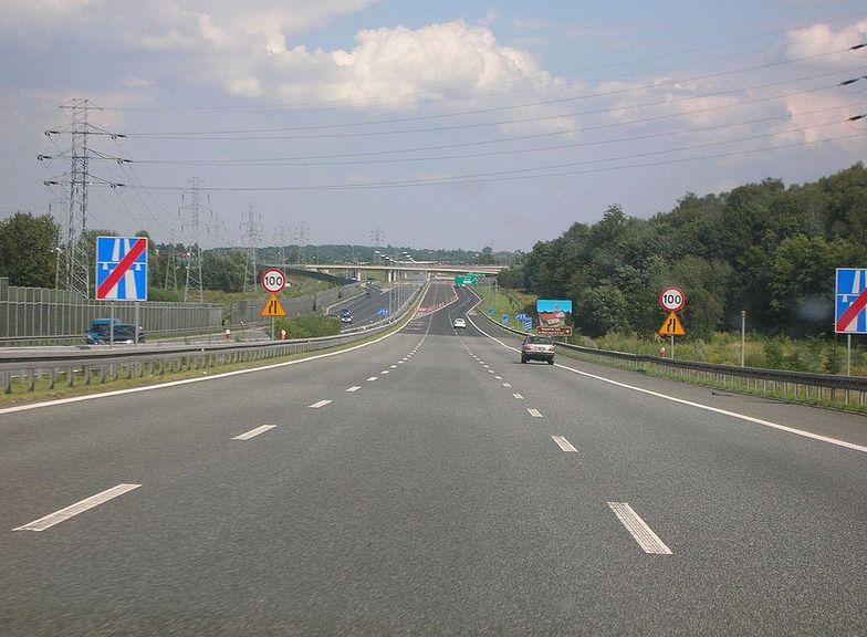 27 kwietnia 2020. Autostrada A4 pod Wrocławiem zablokowana. Policja informuje o objeździe. Zdjęcie ilustracyjne.
